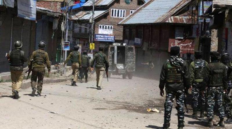 J&K: 3 CRPF Personnel Martyred, 2 Civilians Dead In Terrorist Attack By Lashkar-e-Taiba In Sopore | Sangbad Pratidin