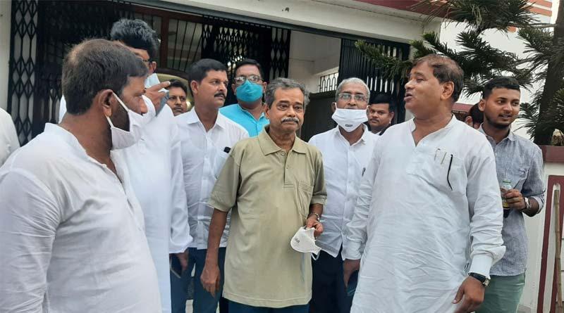 TMC leaders meet Pranab Mukherjee's son alias Congress leader in Murshidabad । Sangbad Pratidin