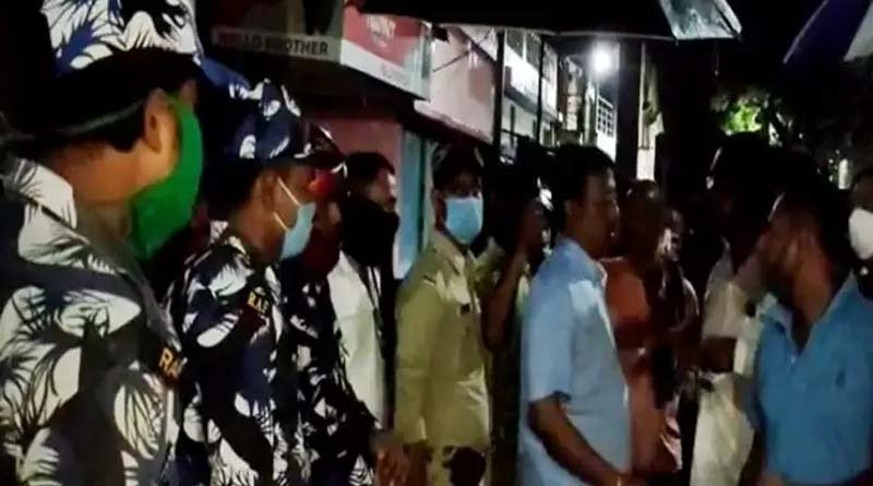 Clashes between two group in Bhatpara, injured a policeman ।Sangbad Pratidin