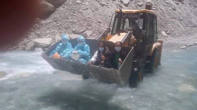 COVID-19 warriors crossing a Ladakh river in an loader, picture goes viral | Sangbad Pratidin