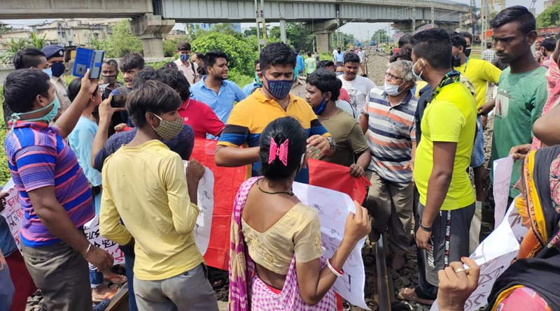Passengers stage protest at Dumdum Cantonment station demanding to ride on Staff special trains | Sangbad Pratidin