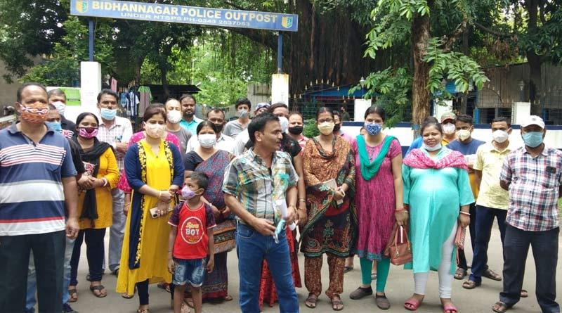 Parents stage protest in front Police station in Durgapur | Sangbad Pratidin