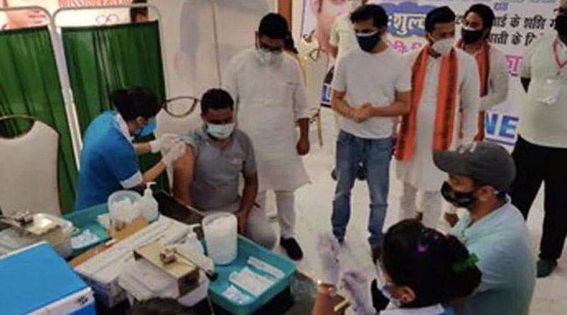 BJP MP Gautam Gambhir Launches Free Covid Vaccination Drive For Slum Areas | Sangbad Pratidin