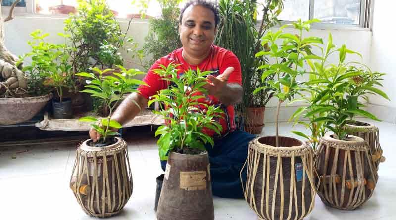 Artist Pradyut Mukherjee plants trees ahead of World Environment Day ।Sangbad Pratidin