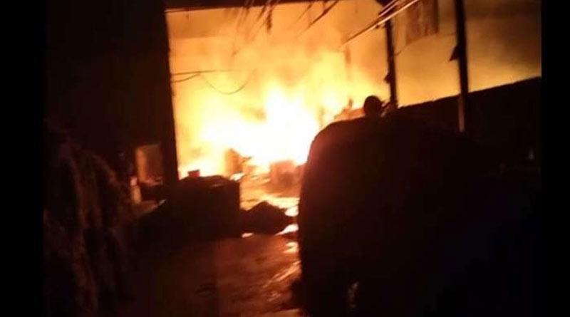 Fire at Kamarhati Jutemill during night shift, 5 fire tenders control the situation | Sangbad Pratidin