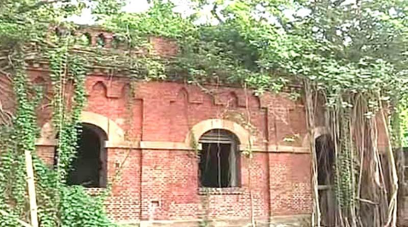 'Human remains' found at a building at Strand Road in Kolkata । Sangbad Pratidin