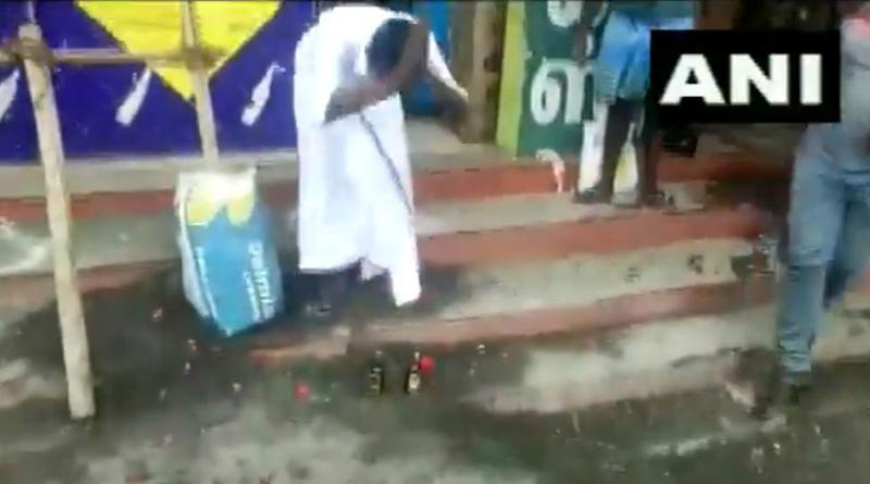 Man worships liquor bottles after Tamil Nadu opens TASMAC shops | Sangbad Pratidin