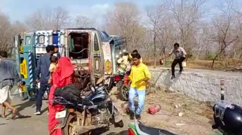 Watch: Tanker Overturns, Driver Injured But Villagers Busy Looting Petrol | Sangbad Pratidin