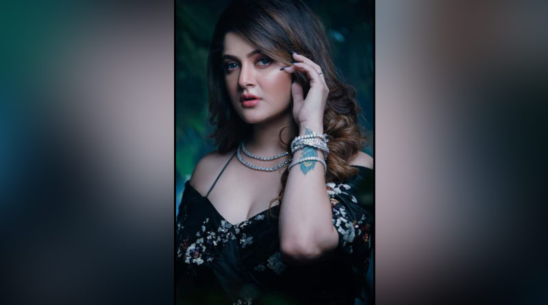 Actress Srabanti Chatterjee trolled for her new facebook post ।Sangbad Pratidin