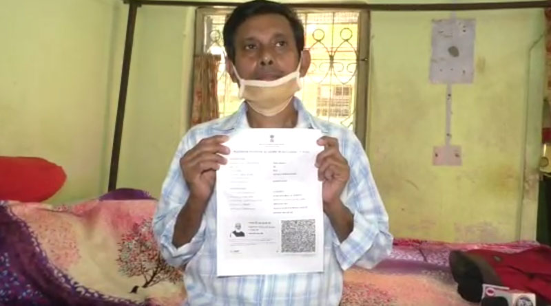 A man gets covid vaccination certificate without vaccination in Panihati ।Sangbad Pratidin