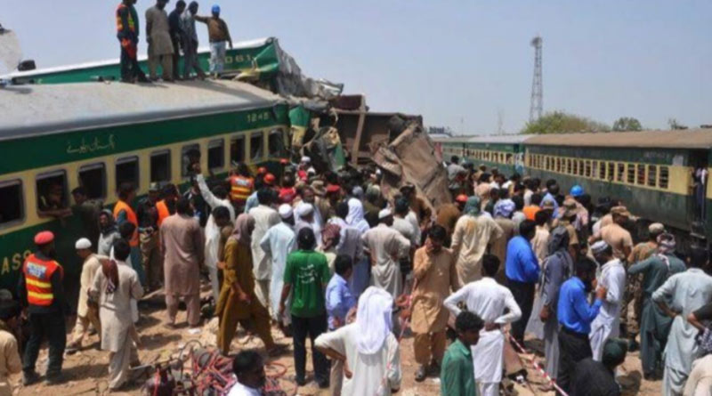2 trains collide in Pakistan; 30 killed, 50 injured | Sangbad Pratidin