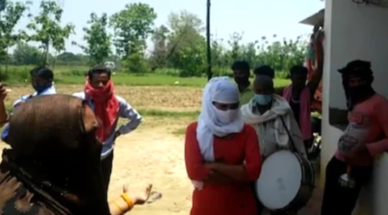 UP Girl Reaches Boyfriend's House With 'Band Baaja Baarat', Creates Ruckus & Threatens Suicide | Sangbad Pratidin