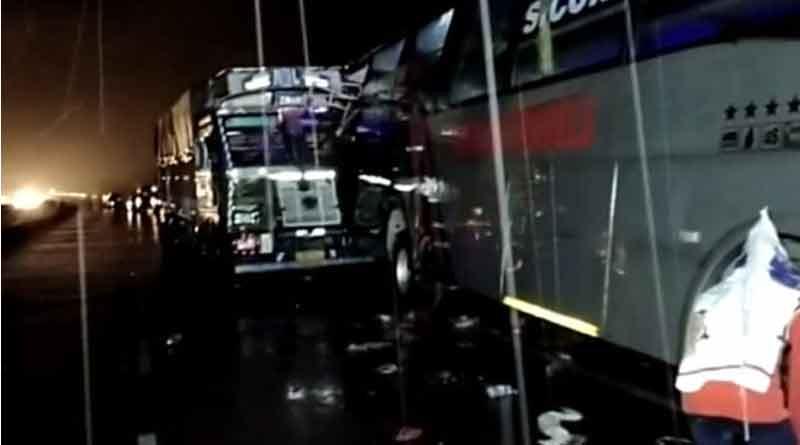 18 sleeping on road dead as truck hits double decker bus in Uttar Pradesh | Sangbad Pratidin