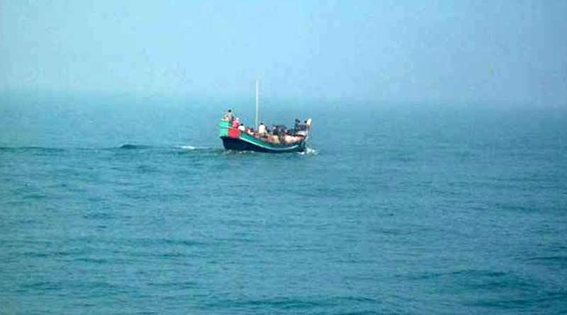 Some fisherman missing due to trawler turned over in Bakkhali । Sangbad Pratidin