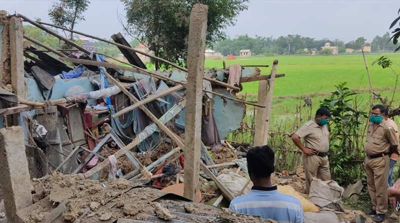 House collapsed after bomb blast at night in a village at Bhatar, 3 injured | Sangbad Pratidin