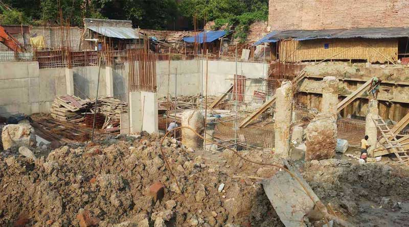 Man demolish his illegal construction himself in Haridevpur   Sangbad Pratidin