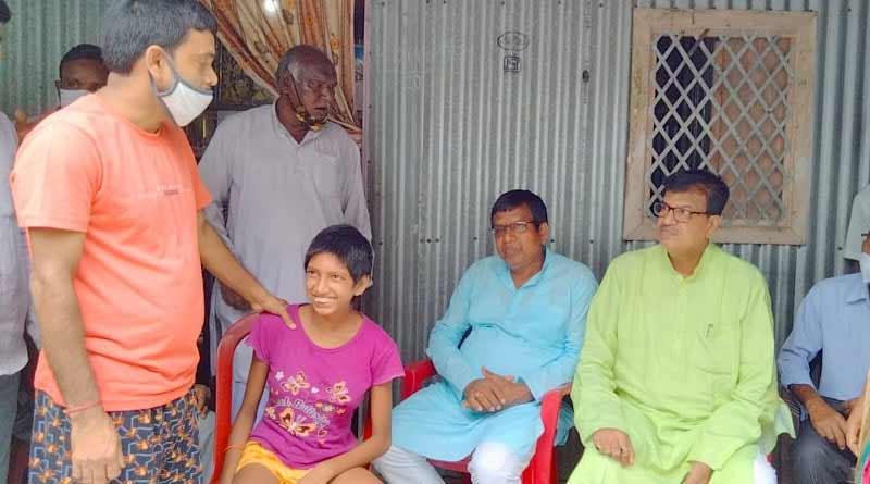 Cooch Behar: Two former minister visits mental disbalance girl's house | Sangbad Pratidin