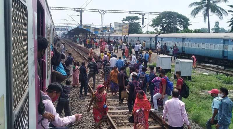 People block rail track at Chengail station demanding to resume local trains service | Sangbad Pratidin