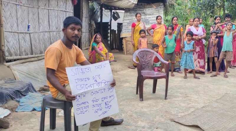 A youth of Bardhaman stage protest infront of his ex wife's in-laws house | Sangbad Pratidin