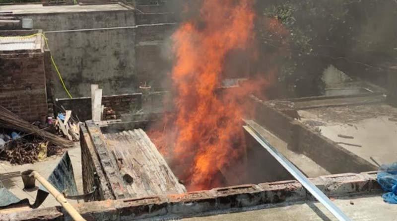 Massive fire breaks out in Murshidabad on monday| Sangbad Pratidin