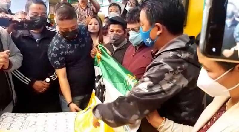 Putting differences into GJM 1 and 2 aside Binay Tamang joins Bimal Gurung's group | Sangbad Pratidin