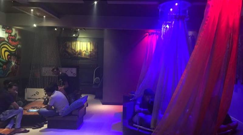 Covid norms flouted at Kolkata pub, 10 held । Sangbad Pratidin