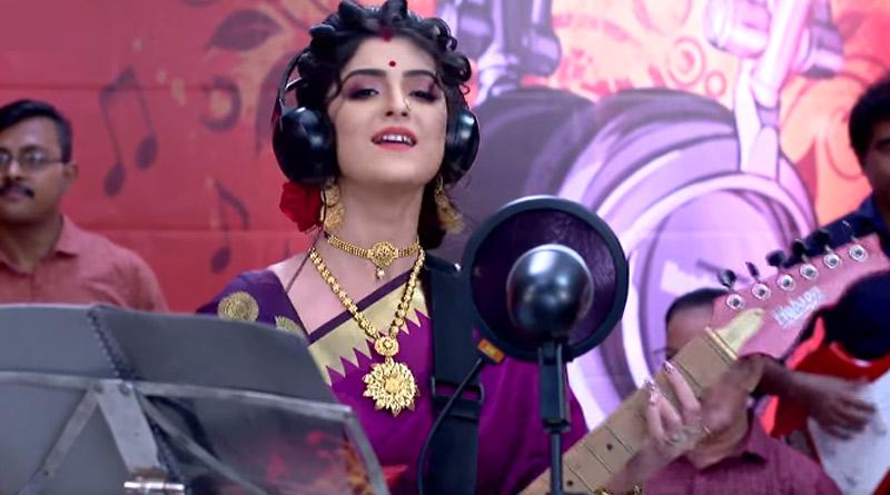 Jamuna Dhaki trolled for playing guitar on screen | Sangbad Pratidin
