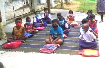 Kalna tutors organise Open air classes for local students in COVID-19 situation
