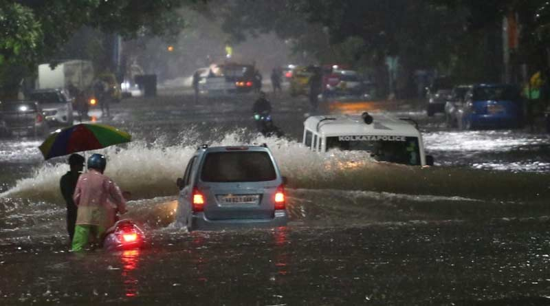 Heavy rainfall made waterlogging scenario worse for Kolkata । Sangbad Pratidin