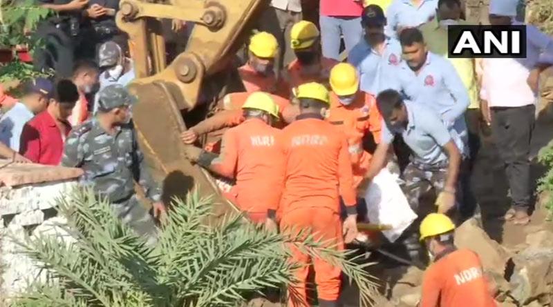 Madhya Pradesh: 30 People Fall Into Well In, 4 dead | Sangbad Pratidin