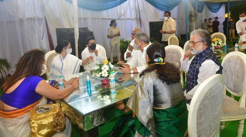 West Bengal CM Mamata Banerjee in Delhi: WB CM Meets TMC MP's | Sangbad Pratidin
