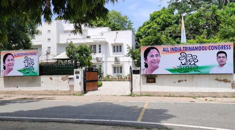 Mukul Roy's Delhi residence decorated with Mamata Banerjee's poster | Sangbad Pratidin
