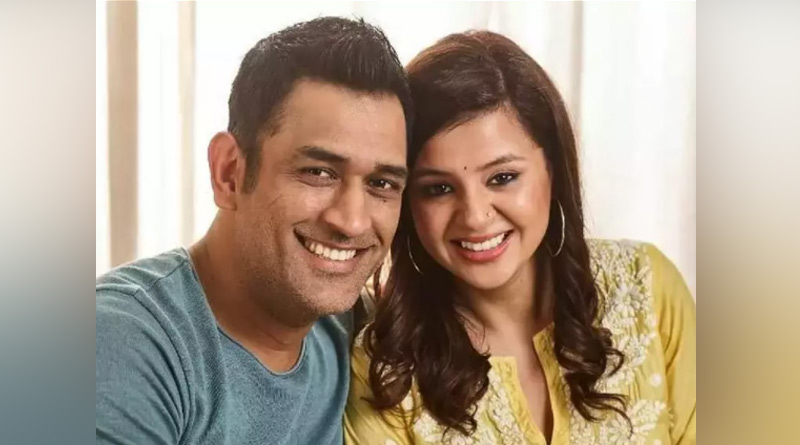 MS Dhoni gifts Sakshi a vintage car as couple celebrates 11th marriage anniversary in style | Sangbad Pratidin