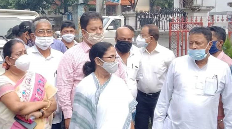 CM Mamata Banerjee at Mukul Roy's house, expresses grief over Krishna Roy's death
