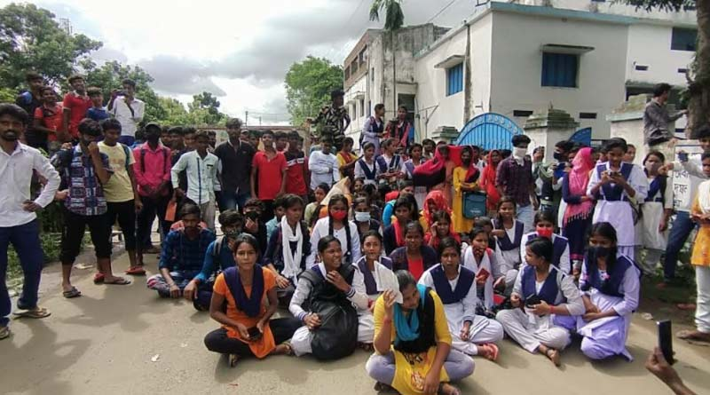 Protest erupts over 'erroneous' Higher Secondary results | Sangbad Pratidin