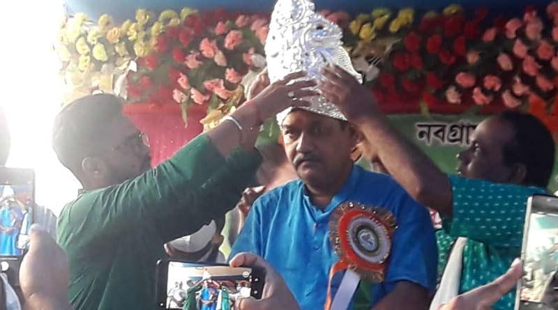 Row over awarding silver crown to Pandabeswar's TMC MLA । Sangbad Pratidin