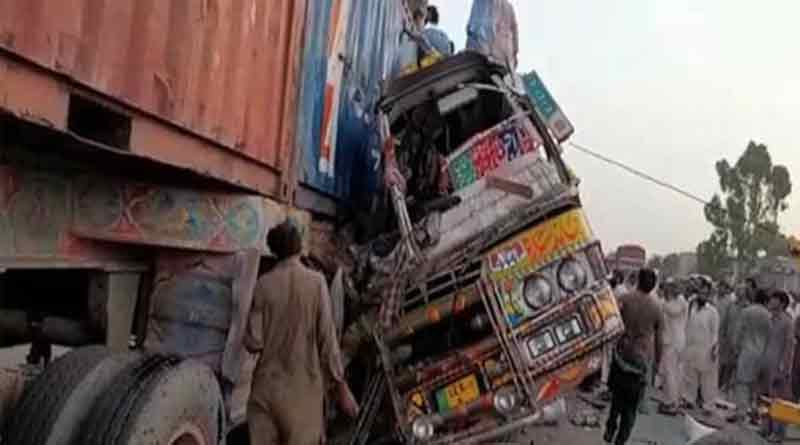 30 killed in Pakistan bus full of labourers rams into truck | Sangbad Pratidin