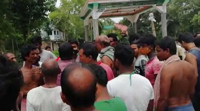 Fake journalist allegedly beaten up by mob in Purba Medinipur, West Bengal | Sangbad Pratidin