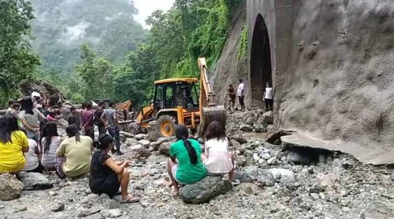 A labour died of landslide at tunnel near Kalimpong । Sangbad Pratidin
