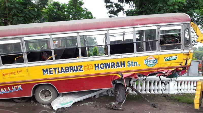 Red Road Accident: Mini Bus Driver arrested | Sangbad Pratidin