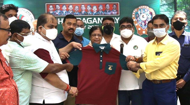Mohun Bagan launches 1911 replica jersey | Sangbad Pratidin
