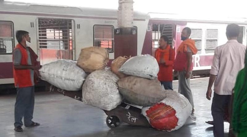 Illegal goods on local trains spark protest at Howrah, Sealdah | Sangbad Pratidin