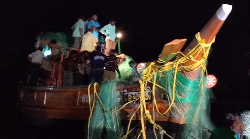 9 fishermen killed due to trawler turned over in Bakkhali । Sangbad Pratidin