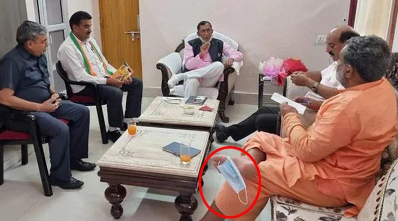 Uttarakhand minister Yatishwaranand seen wearing mask on toe   Sangbad Pratidin