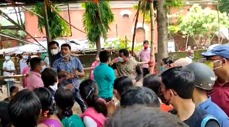 Cops allegedly thrashed women outside vaccine centre at Bankura | Sangbad Pratidin
