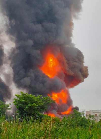 Massive Fire breaks out in a chemical factory in Maheshtala, West Bengal