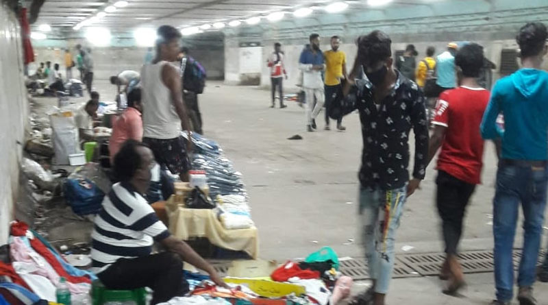 Hawkers encroach Howrah station subway as pandemic rages   Sangbad Pratidin