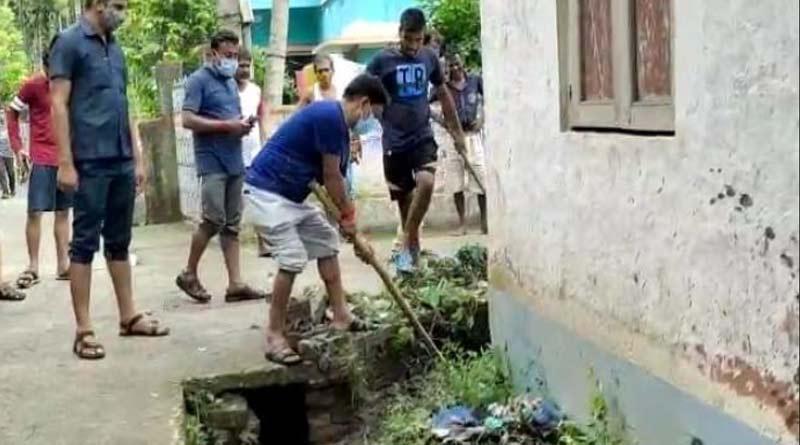 A BJP MLA cleaned a drain in Bangaon, West Bengal | Sangbad Pratidin