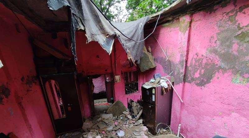 Woman dies after old house collapsed at Bondel Road, Kolkata | Sangbad Pratidin