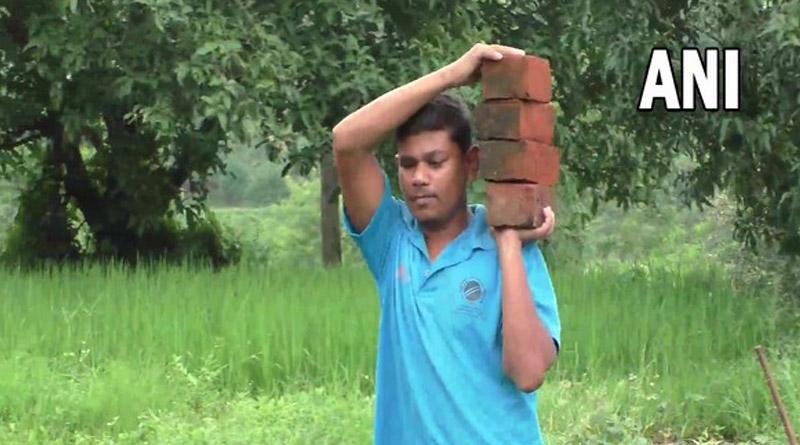 2018 Blind Cricket World Cup winning team member works as labourer in Gujarat's Navsari | Sangbad Pratidin
